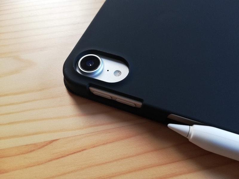 ESRのiPad Pro12.9専用ケース(マット・ブラック)とカメラ部分