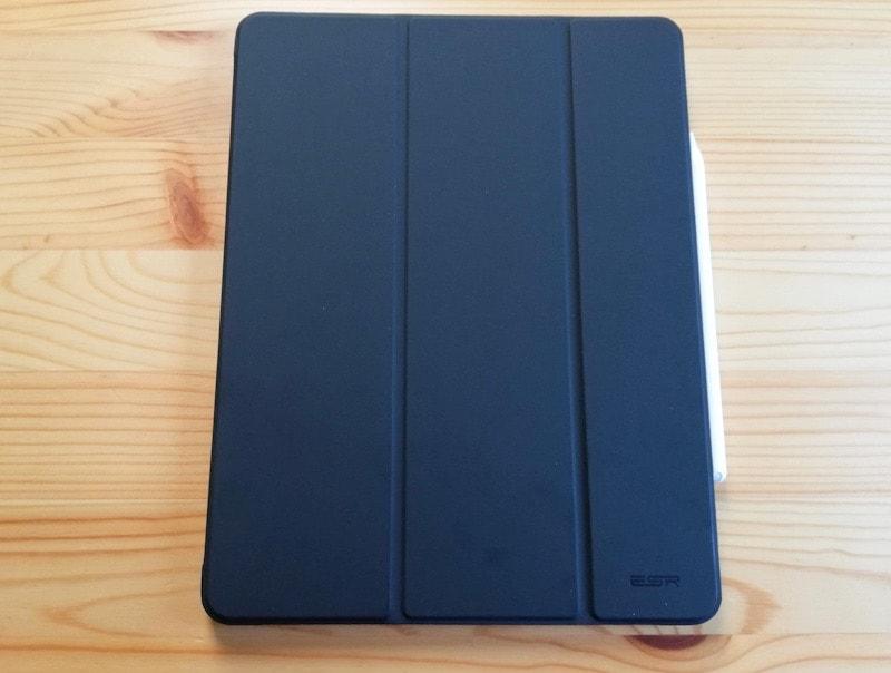 ESRのiPad Pro12.9専用ケース(マット・ブラック)の外観とApple Pencil