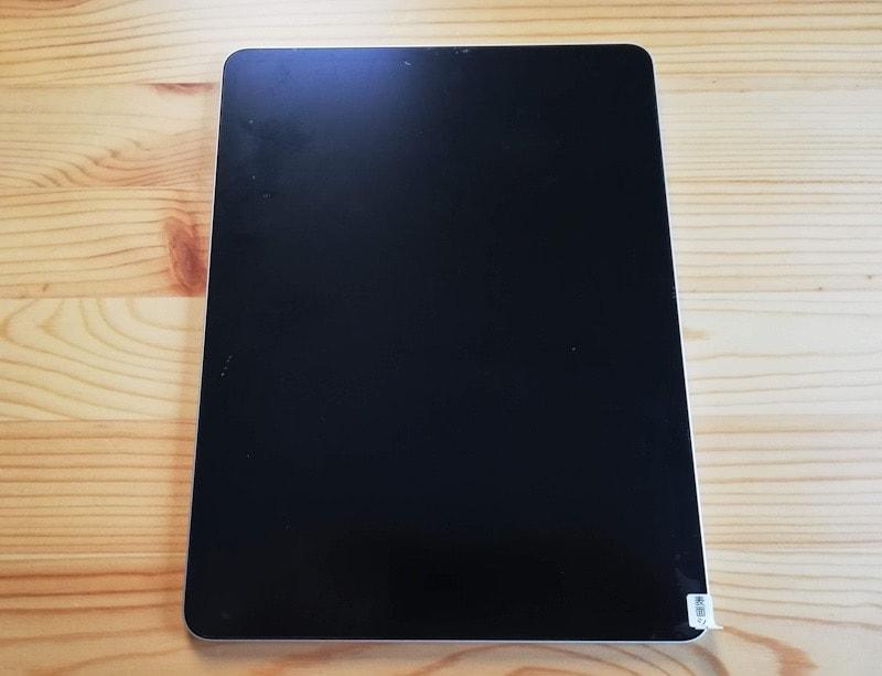 iPad Pro用保護フィルム『エレコム ファインティアラ 超透明』 を貼り付けたiPad Pro