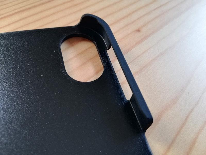 ESRのiPad Pro12.9専用ケース(マット・ブラック)のカメラと音量ボタン部分