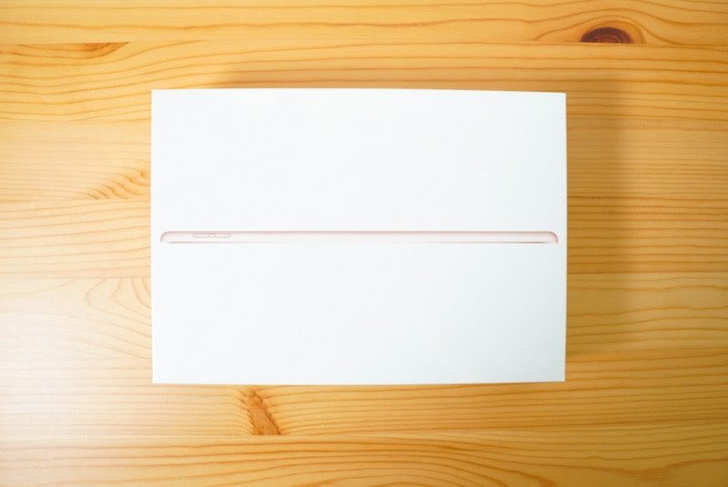 iPad 第7世代10.2インチの外箱