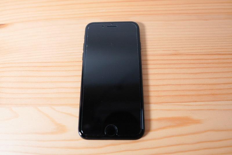 iPhone SE(第2世代)に合うDeffのガラスフィルム取り付けイメージ