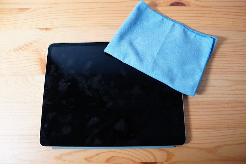 iPadとサンワサプライのクリーニングクロス