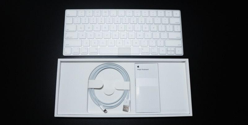 Magic Keyboardの内容物