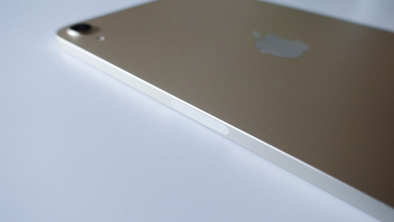 iPad mini 第6世代 2021の側面